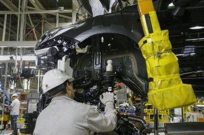 La industria cortó en enero su largo declive: creció 4,8%, según FIEL