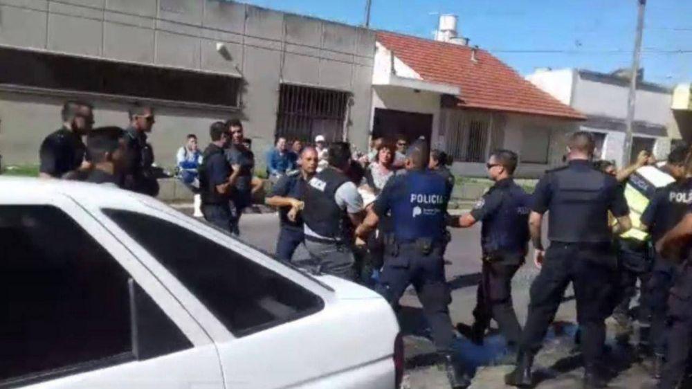 Protesta y represión en el Puerto: 2 trabajadores resultaron heridos