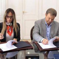 Malena Galmarini firmó un acuerdo con Cascallares: