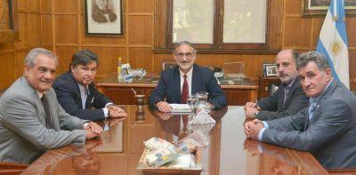El Gobierno recibió a la Mesa de Enlace y demora la suba de las retenciones a la soja
