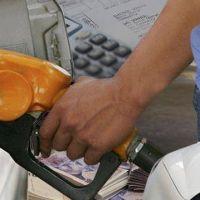 Analizan postergar un aumento de 6% en la nafta por un ajuste de impuestos
