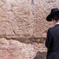 Los católicos deben rechazar los ataques contra los judíos, señala obispo