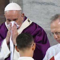 El papa Francisco sigue resfriado y volvió a suspender actividades