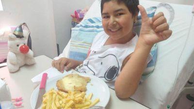 Una nena de 11 años reclama respuestas de Ioma para recibir un trasplante