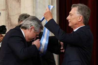 Mauricio Macri inicia su primera gira post presidencial y no estará en la Asamblea Legislativa