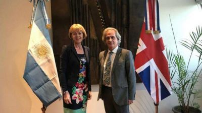 Vicecanciller británica llegó a Argentina con la mirada puesta en la disputa por Malvinas