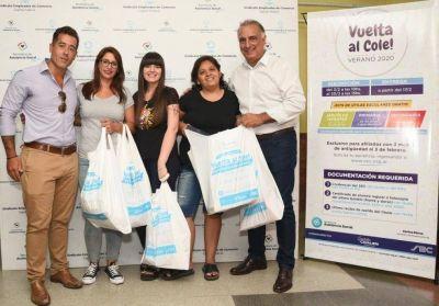 """A través de la campaña """"Vuelta al cole"""", Comercio ya entregó más de 10 mil kits escolares"""