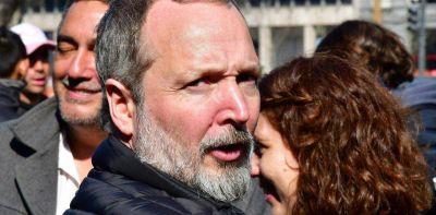 Condenan a Martín Sabbatella a 6 meses de prisión, pero el Gobierno dice que seguirá en su cargo