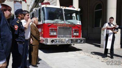Así fue presentada la autobomba que fue donada por un cuartel estadounidense