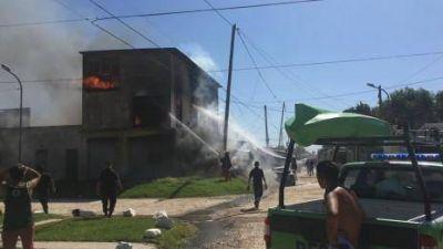 Incendio fatal: Murieron dos personas calcinadas y hay dos menores y su madre internados