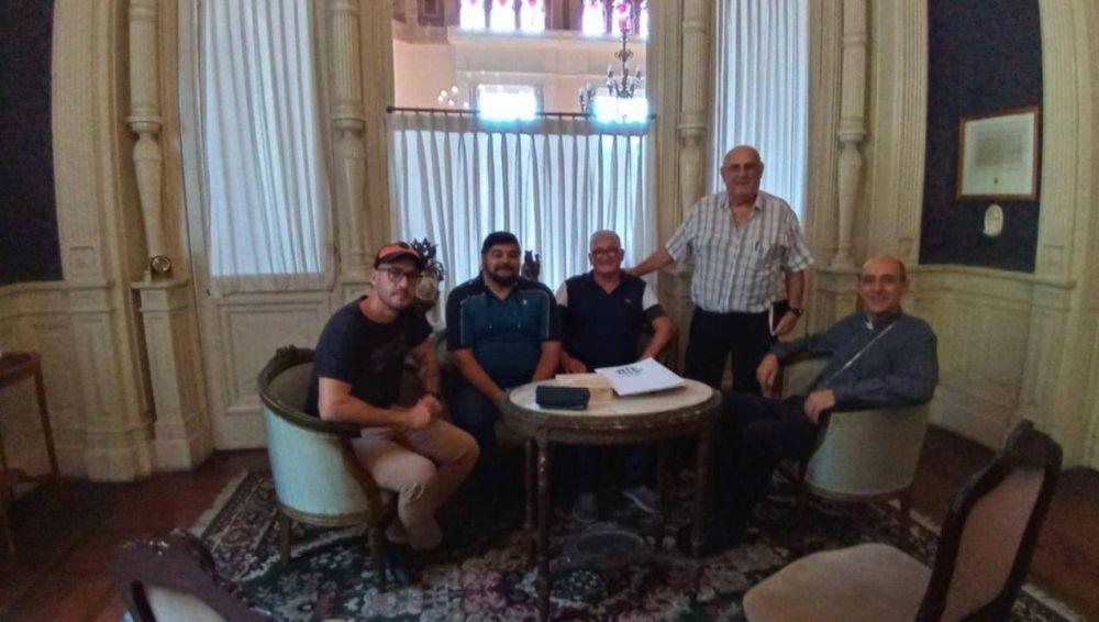 """El Arzobispo """"Tucho"""" Fernández se reunió con trabajadores del Astillero Río Santiago para su reactivación"""