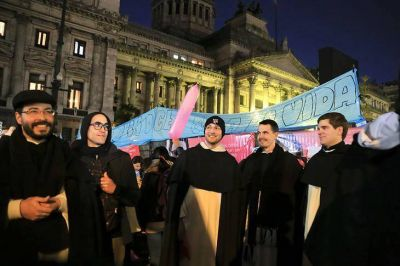 Católicos y evangélicos aceleran los tiempos y convocan a un rezo conjunto contra el aborto
