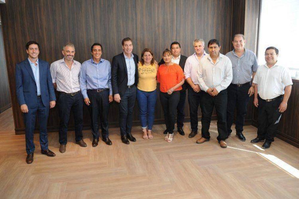 Santilli y Elías, en un encuentro con intendentes de Córdoba