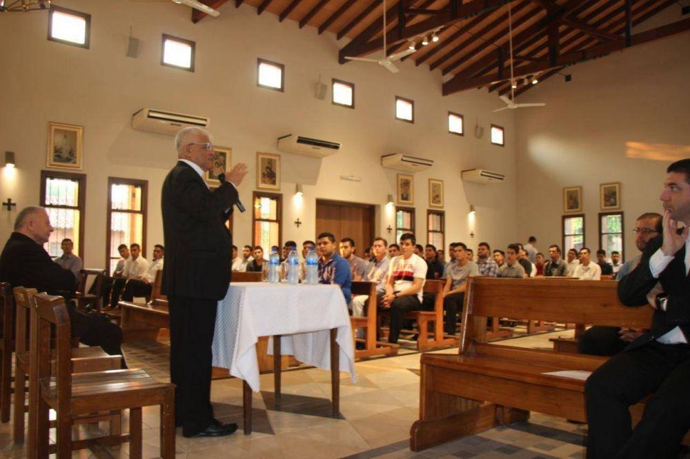 Presidente del Consejo Episcopal Latinoamericano (CELAM)visita a seminaristas del Paraguay