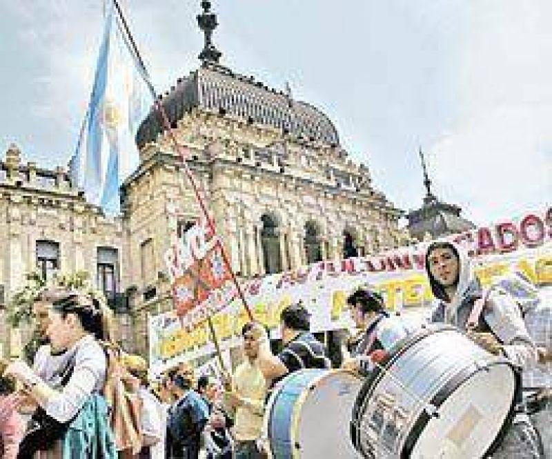 Los médicos amenazan con tomar hospitales en Tucumán