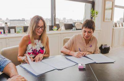 """Malena Galmarini y Mayra Mendoza firmaron convenio de obras """"Agua y Cloaca +Trabajo"""""""