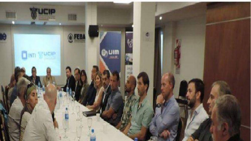 Industriales y autoridades del INTI se reunieron en UCIP