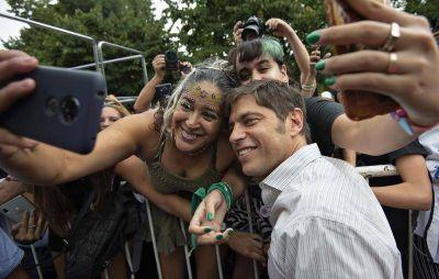 "Kicillof participó en La Plata del acto de cierre de la jornada ""#8M Mujeres bonaerenses haciendo historia"""
