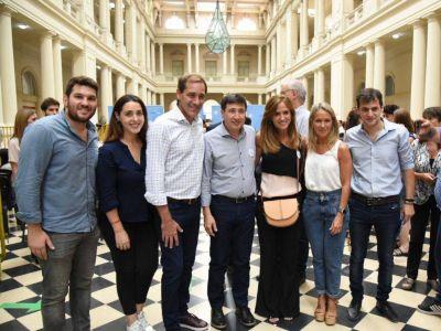Tolosa Paz junto a Garro iniciaron la entrega de las tarjetas AlimentAR en La Plata