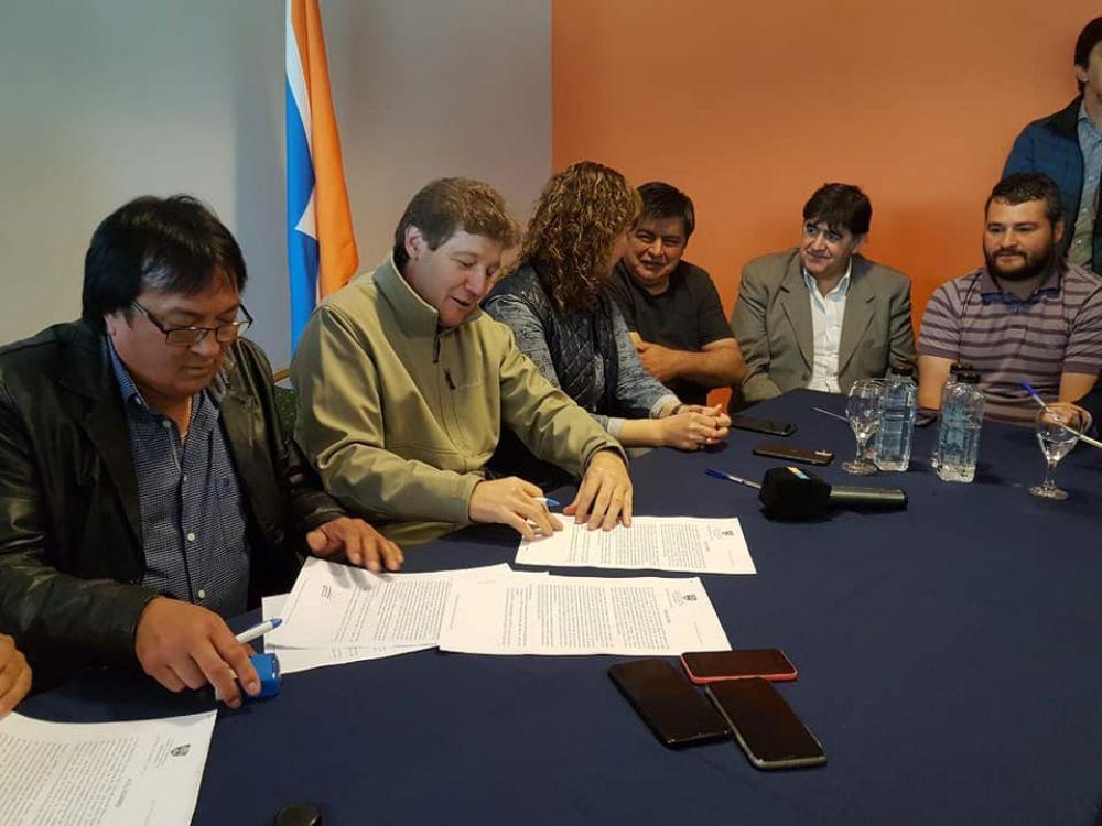 Tierra del Fuego: Estatales acordaron 15% de incremento salarial