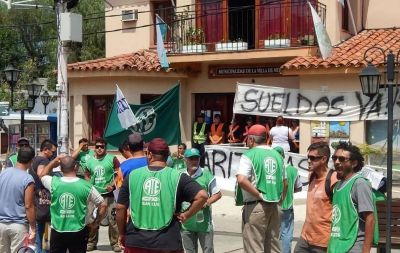El intendente de la ciudad puntana de Merlo le debe salarios a los municipales y los amenazó en plena asamblea