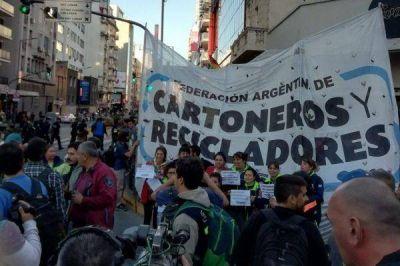 """La Federación de Cartoneros se movilizó en reclamo de """"paritarias libres"""""""