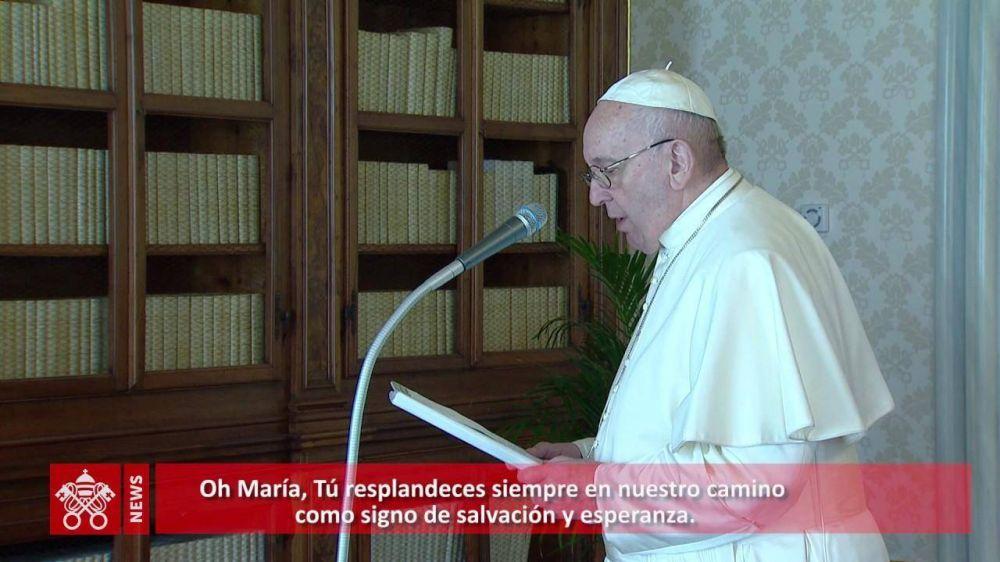 """""""María, signo de salvación y esperanza"""". Oración del Papa a la Virgen del Divino Amor"""