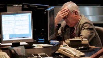 Los bonos vuelven a hundirse y el riesgo país se dispara por encima de los 3400 puntos