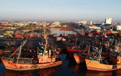 Dirigentes gremiales decidieron que los buques no zarpen desde el puerto local