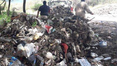 Solicitan no tirar basura en los canales de riego