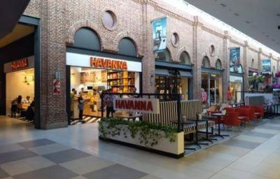 Bronca y protesta en shoppings: en Rosario los empleados piden que cierren