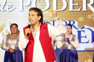 "Imputan al Pastor Giménez por vender alcohol en gel ""curativo"" a $1000"