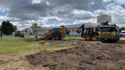 Varela: Comenzó la construcción del hospital modular