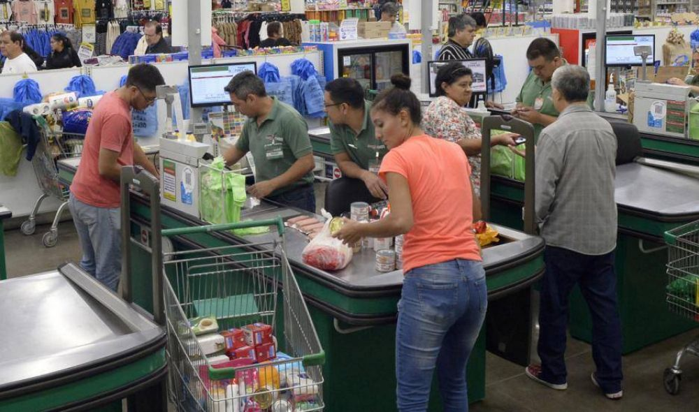 Fideos, lavandina y papel higiénico lo más demandado en los supermercados santiagueños