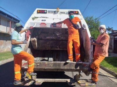 Hombres y máquinas exigidos al máximo para juntar la basura