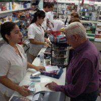 En plena crisis sanitaria, la compra de remedios aún debe ser cara a cara