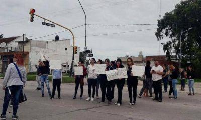 Personal de salud del Hospital Interzonal protestaron reclamando elementos básicos para su trabajo