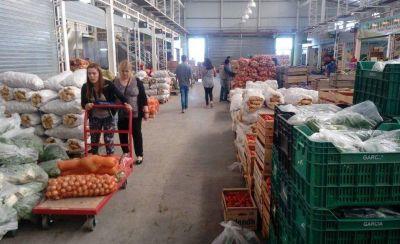 La gente se abastece en el Mercado Concentrador