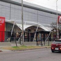 """""""Si no vendemos, no comemos"""": el apriete del gerente de un hipermercado en Castelar a trabajadores que reclaman seguridad sanitaria"""