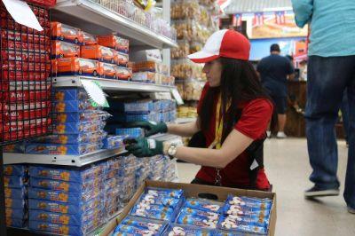 """Comercio logró un """"aporte solidario"""" extra para los empleados de supermercados"""