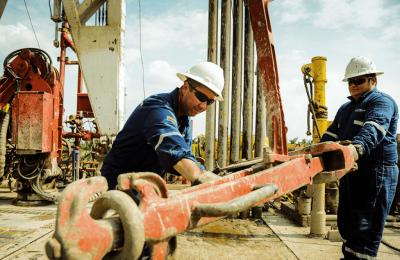 Empresarios pretenden reducir a la mitad los salarios de petroleros en cuarentena