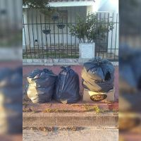 Vecinos de barrio Roca denuncian que arrojan basura desde otros sectores
