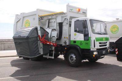 La recolección de residuos no se resiente y sus trabajadores lanzan un mensaje para la comunidad