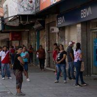 Una bomba de tiempo que hace crujir la economía: la presión sindical e internas en el Gobierno mantienen los bancos cerrados