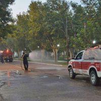 Bomberos voluntarios lavaron las calles tras la movilización en bancos y cajeros