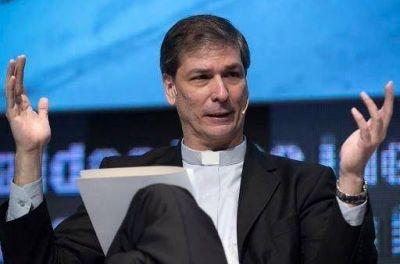 Un jesuita político arma una mega colecta empresaria para pobres