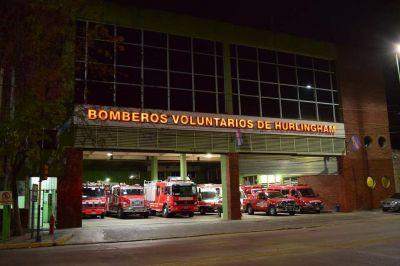 Como ellos no hay: Los bomberos de Hurlingham para garantizar la guardia y no romper la cuarentena, hace dos semanas están acuartelados