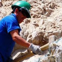 Despidieron a 400 obreros de la construcción en Catamarca y lo comunicaron mediante mensajes de texto a sus celulares