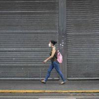 El gobierno prohibió los despidos y suspensiones laborales por 60 días