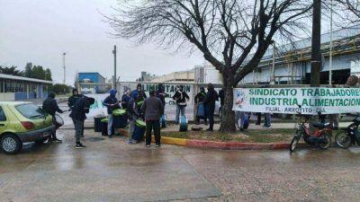 Arcor Aroroyito: Trabajadores bloquean portón para exigir que se cumpla con la cuarentena